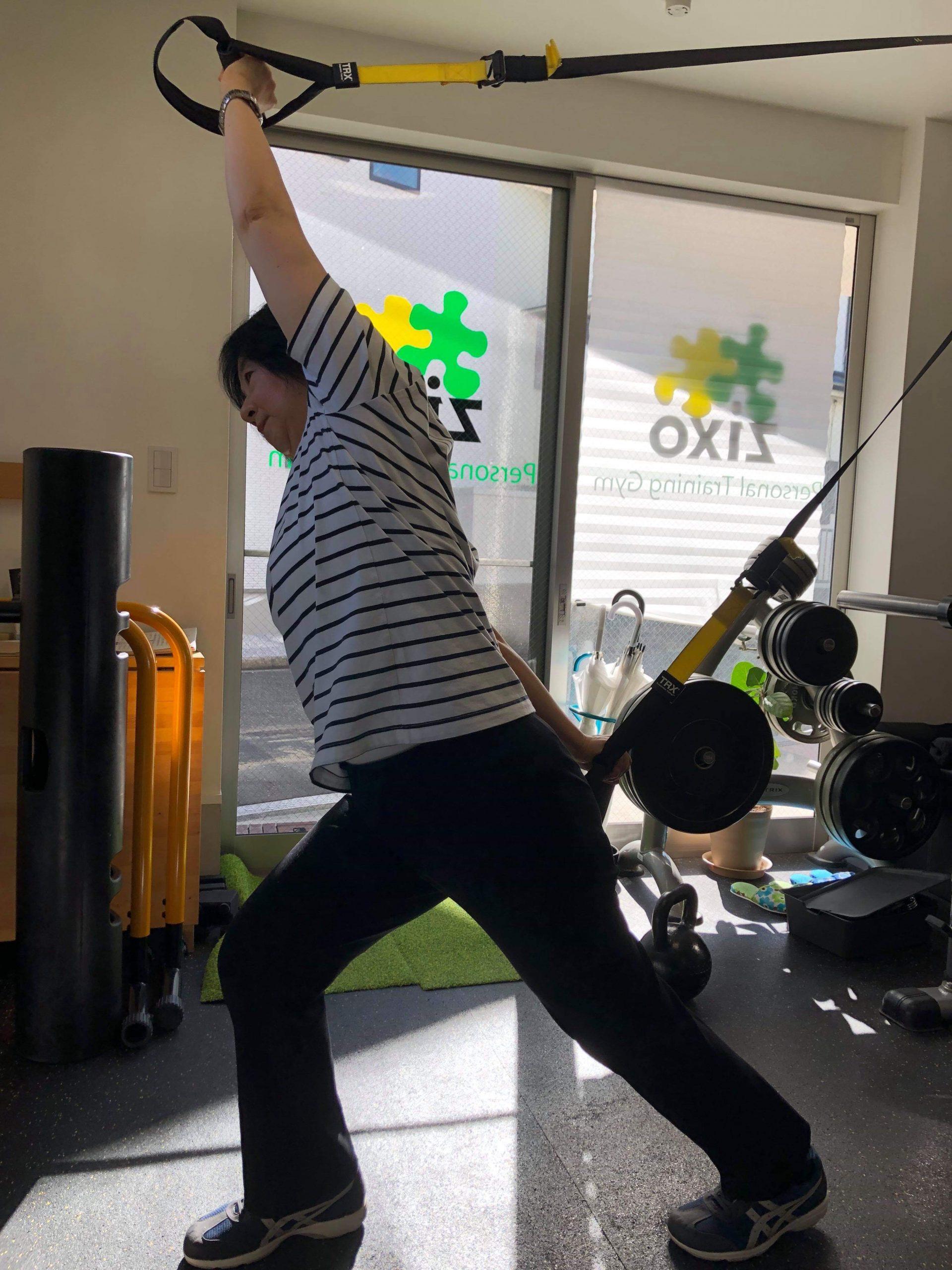 肩甲骨周り、背中、腰のストレッチ運動